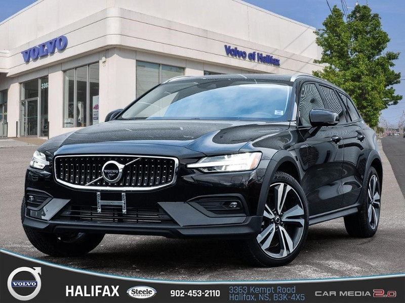Certified Pre-Owned 2019 volvo v60 cross country